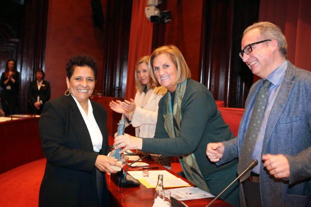 adilia caravaca recibe el premio ICIP